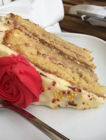 Yate, UK: Lovely Victoria sponge with butter icing