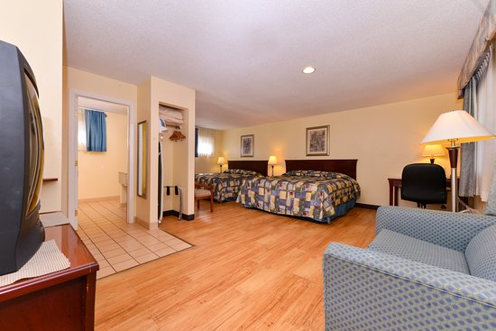 Guilford, CT: Full Two King Bed Room View