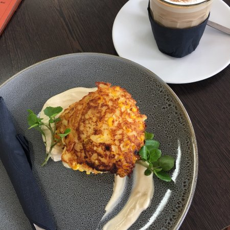 Nambour, Australia: The corn fritters with cumin creme fraiche are to die for.