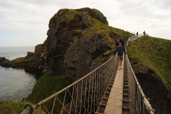 Ballintoy, UK: Walking the Narrow Bridge over a hundred foot drop.