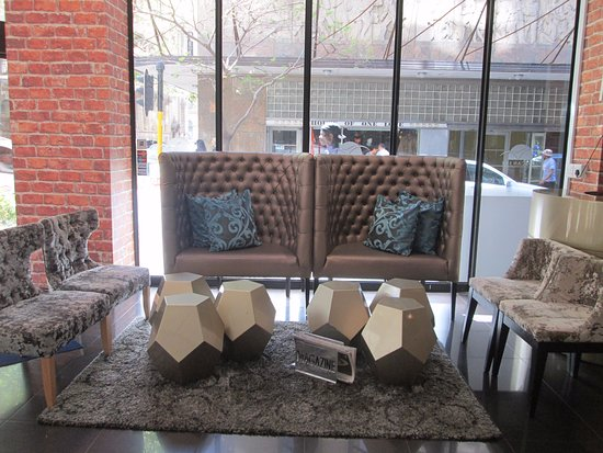 Cape Diamond Hotel: Stylish reception area