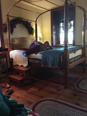 Reinholds, PA: Queen bed raised up, needing steps as seen
