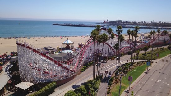 Santa Cruz, Californie : The Boardwalk's Giant Dipper is a National Historic Landmark.
