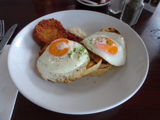 Paekakariki, New Zealand: Eggs on Thick Slices of Toast, with Rosti Potatoes