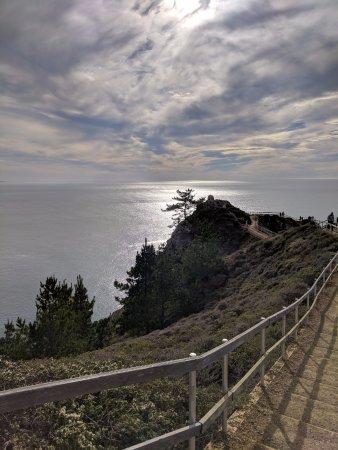 Muir Beach, CA: walkway to lookout