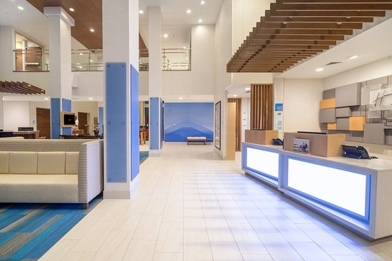 lobby picture of holiday inn express suites indianapolis ne rh tripadvisor com