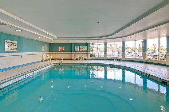Hampton Inn by Hilton Toronto Airport Corporate Centre: Pool