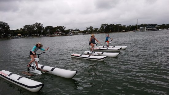 Noosaville, Australia: mum and the kids on Noosa River