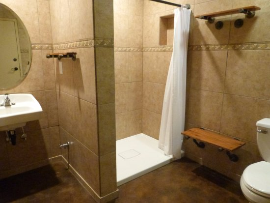 Monticello, UT: private shower and restroom area