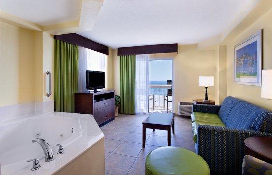 Holiday Inn Hotel & Suites Daytona Beach: Guest room