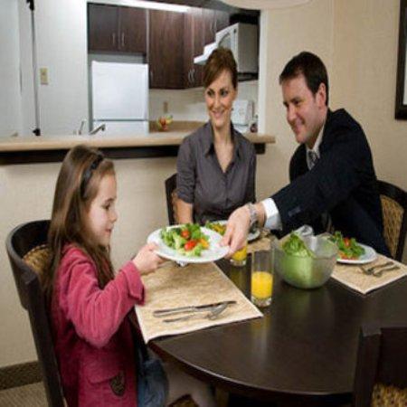 Les Suites Hotel Ottawa: Restaurant