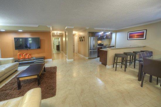 Holiday Inn Resort Daytona Beach Oceanfront: Suite