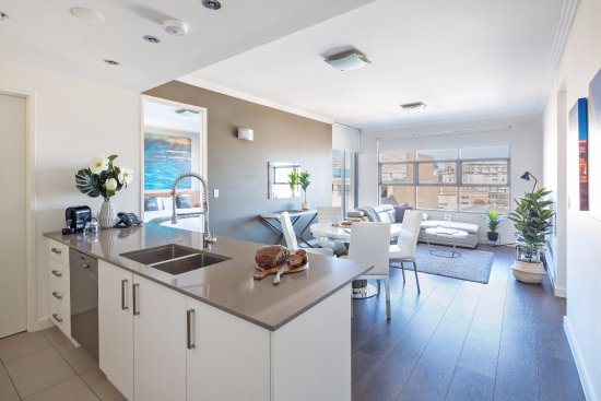2 Bedroom Open Plan Living Picture Of Zara Tower Hotel Luxury Suites And Apartments Sydney Tripadvisor