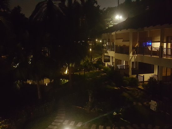 Cyberview Resort & Spa: Photo taken from my balcony at nght