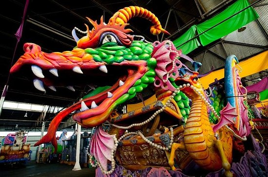 New Orleans Mardi Gras World – hinter ...