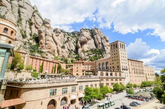 Montserrat Monastery, Natural Park Hiking Tour from Barcelona