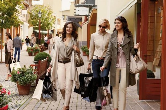 Private Shopping Tour in Rome!