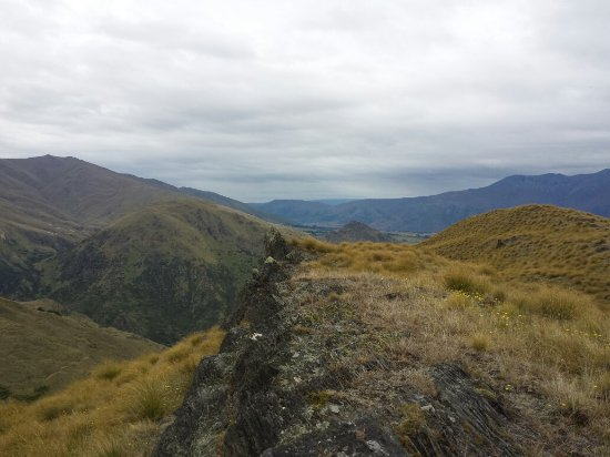 Arrowtown, Nouvelle-Zélande : Looking down the hill towards Lake Hayes