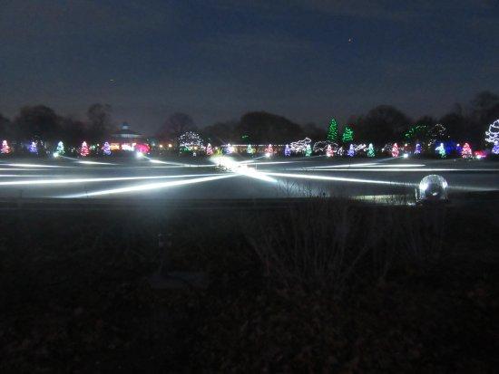 Nice Brookfield Zoo: Fountain Light Show