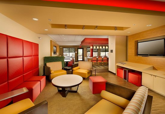 Bridgeport, WV: Bar/Lounge