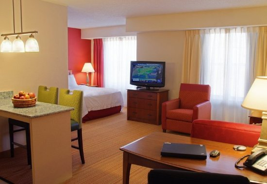 Avon, CT: Guest room