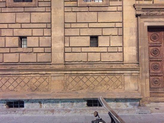 Palazzo Rucellai: 건축물 외관