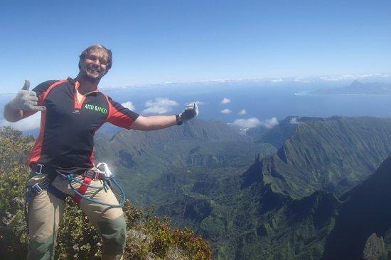 Mahina, French Polynesia: Jimmy sur la cime de l'OROHENA, le plus haut sommet de TAHITI culminant à 2241 mètres !