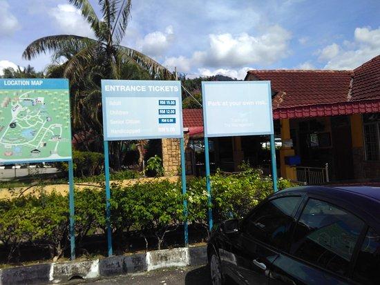 Sungai Klah Hot Spring Park: Price notice for entrance fees.