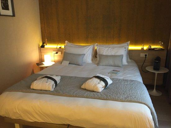 le lit picture of hotel de lille paris tripadvisor. Black Bedroom Furniture Sets. Home Design Ideas
