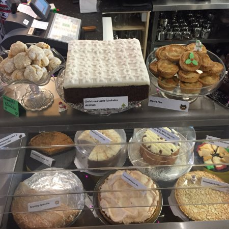 Louth, UK: Why not try a delicious cake at Tina's?
