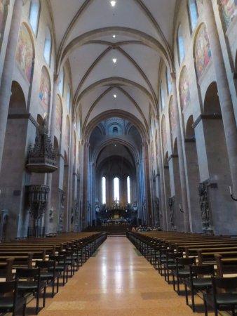 Katholische Pfarrkirche St. Stephan: 寧靜的淡藍