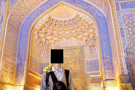 Tillya Kori Madrasah: 黄金がまばゆいミフラーブ