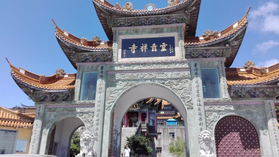 Shengsi County, China: Lingyin Temple. Costo 10 yuan ( poco più di un euro)