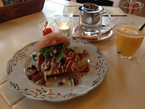 Lunchtopper, broodje, verse jus en koffie/thee