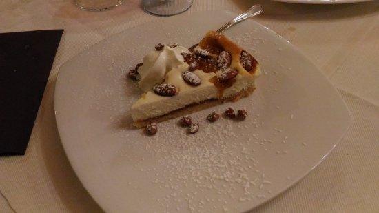 Montescudaio, Italia: Torta fichi e frutta secca.