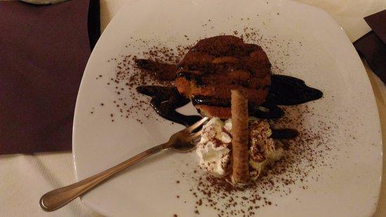 Montescudaio, Italia: Tortino pere e cioccolato.