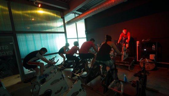 Auberville, Francia: Studio cycling avec cours collectifs encadrés par un coach