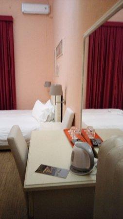 Hotel Joli: escritorio