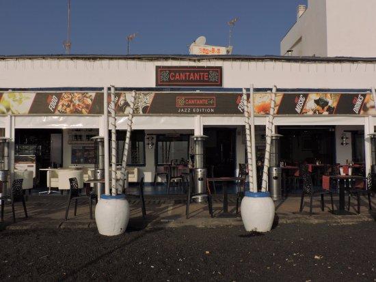 Cantante Cafe: La façade et terrasse