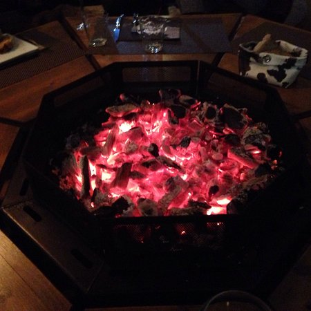 Mundolsheim, فرنسا: Autour du feu, nous avons dégusté un repas délicieux !