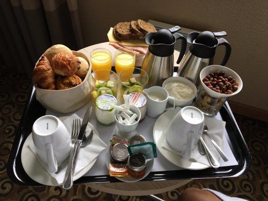 Hotel Lyon Metropole : Petit déjeuner en chambre
