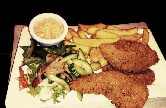 Ένις, Ιρλανδία: chicken Goujons and chips