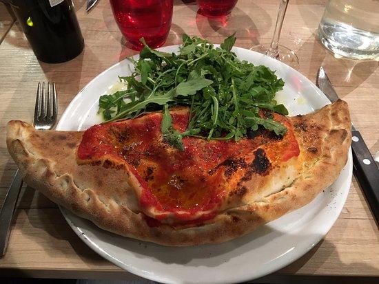 Saint-Alban-Leysse, فرنسا: CALZONE Jambon blanc, mozzarella, œuf, tomate, champignons
