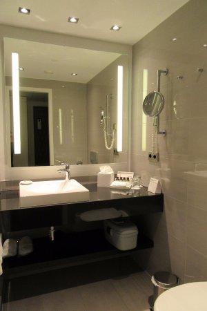 Schönes Badezimmer - Bild von Pullman Berlin Schweizerhof ...