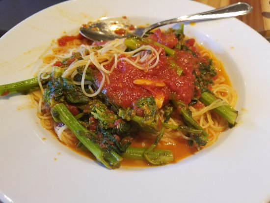 Mineola, Estado de Nueva York: Even a simple Spaggittini with Broccoli Rabe is so delish!