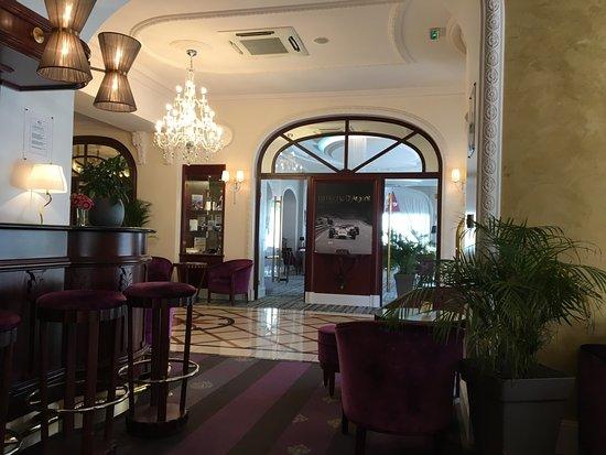 Hôtel Princesse Flore : Bar et accès restaurant