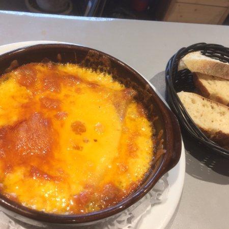 Claye Souilly, ฝรั่งเศส: Les plats du jour  WELSH RAREBIT et T-bone de veau aux girolles