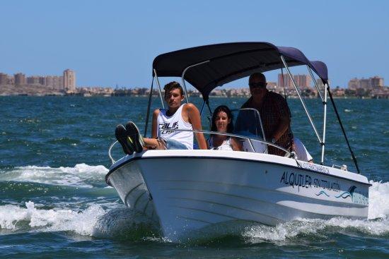 Mar de Cristal, Spain: paseo en barco siendo el patrón, en La Manga del Mar Menor