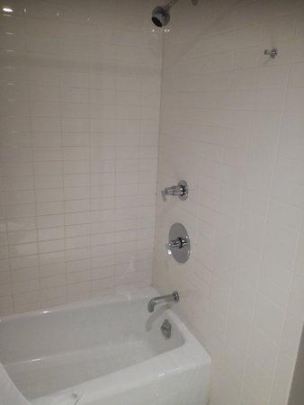 Shoreham: Bathroom