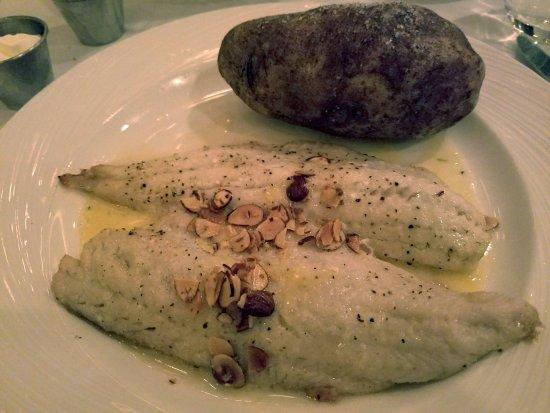 พริเออร์เลค, มินนิโซตา: walleye pike at mystic steak house